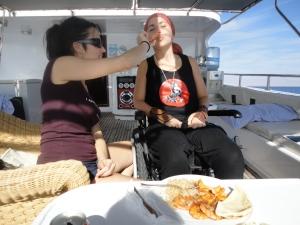 ¿yo comiendome una gamba en un barco?