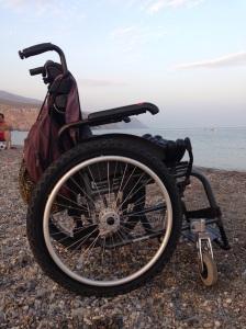 silla de ruedas en la playa